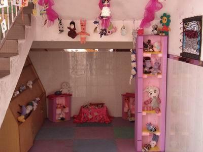 旧手套,旧袜子做成的各式各样可爱的娃娃和小动物布置成孩子的娃娃家