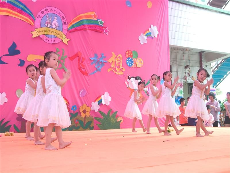 形式丰富多样,分别以舞蹈,童话剧,英语律动,跆拳道,武术,韵律操等形式
